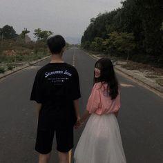 Ulzzang Korean Girl, Cute Korean Girl, Ulzzang Couple, Romantic Couple Poses, Couple Posing, Fall In Luv, Summer Of Love, Teen Couples, Cute Couples