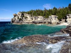 Bruce Peninsula National Park is a Hiking Trailhead in ON. Plan your road trip to Bruce Peninsula National Park in ON with Roadtrippers. Bruce Peninsula, Wallpaper Canada, Tobermory Ontario, Canada National Parks, Vacation Destinations, Dream Vacations, Vacation Ideas, Nature Photos, State Parks