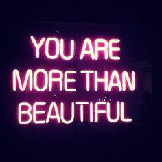 Tags mais populares para esta imagem incluem: beautiful, quote, you, light e neon
