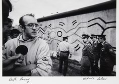 Keith Haring in front of the Berlin Wall - Vladimir Sichov