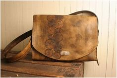 20 Stunning Hand Made Messenger Bags | design tavern