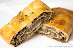 Lungenstrudel – eine klassische Suppeneinlage Party Finger Foods, Spanakopita, Food And Drink, Soup, Ethnic Recipes, German, Cheesy Rice, Soups And Stews, Deutsch