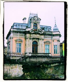 A dilapidated mansion by Extragravity, via Flickr