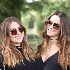 Duas irmãs compartilhando suas dicas do mundo fashion