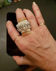 Fatto male e con filo scuro ma mi piaceva abbinare i cristalli di Boemia con le perle di fiume piccoline.