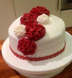 Red velvet cake, flowers