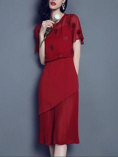Shop Midi Dresses - Resort Pleated Short Sleeve Midi Dress online. Discover unique designers fashion at StyleWe.com.
