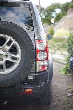 Land Rover Discovery 3 Big Country spare wheel carrier Discovery Car, Land Rover Discovery, Land Rover Freelander, Off Road Camper, Big Country, Land Rovers, Top Cars, Range Rover, Campers