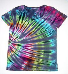 Shibori tie dye, rainbow outfit, tie dye patterns, how to tie dye, tye Cool Tie Dye Designs, Cute Tie Dye Shirts, Diy Clothes Design, Tie Dye Crafts, Tie Dye Techniques, Rainbow Outfit, Shibori Tie Dye, How To Tie Dye, Cool Ties