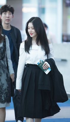 Image shared by Red Velvet Pics. Find images and videos about kpop, red velvet and irene on We Heart It - the app to get lost in what you love. Kpop Fashion, Korean Fashion, Fashion Outfits, Fashion Trends, Airport Fashion, Seulgi, Kpop Outfits, Korean Outfits, Moda Kpop