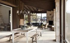 **** like the idea of a covered outdoor living area that could be enclosed - with either Nana doors or screens A Texas Hill Country Getaway Connects to the Outdoors Modern Farmhouse Interiors, Modern Farmhouse Style, Modern Country, Indoor Outdoor Living, Outdoor Living Areas, Quinta Interior, Decoration Chic, Transitional House, Texas Hill Country