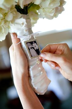 Love this idea! Attach a miniature-sized version of your parents' wedding photo to your bouquet.