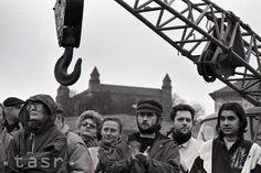 Rok 1990: Pod Bratislavským hradom vykopali základovú jamu hotela Danube Bratislava