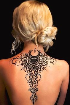 Graceful henna tattoos on the back to make women look pretty Weekly . - Graceful henna tattoos on the back to make women look pretty Weekly Styles – Graceful Henna Tatto - Henna Tattoo Designs, Hamsa Tattoo, Sexy Tattoos, Henna Designs Back, Henna Tattoo Back, Henna Style Tattoos, Back Henna, Exotic Tattoos, Back Of Neck Tattoo