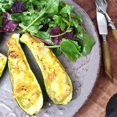 Grilované cuketové lodičky se zrajícím sýrem – Snědeno.cz Zucchini, Lunch, Dinner, Vegetables, Dining, Eat Lunch, Food Dinners, Vegetable Recipes, Lunches