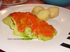 Cinco sentidos na cozinha: Trouxas de pescada em couve lombarda e molho de tomate