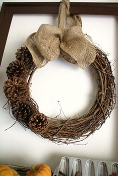 grapevine wreath + pinecones + burlap bow LoVe This! Pine Cone Christmas Decorations, Christmas Mantels, Christmas Love, Thanksgiving Decorations, Burlap Bows, Burlap Wreath, Holiday Store, Autumn Wreaths, Holiday Crafts