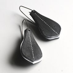 Morocco earrings in black and white