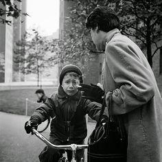 Street Gallery of photos taken by the photographer Vivian Maier. One of multiple galleries on the official Vivian Maier website. Fine Art Photography, Street Photography, Photography Gallery, Travel Photography, Underwater Photography, Photography Tips, Landscape Photography, Portrait Photography, Nature Photography