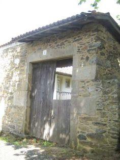 Antigua puerta de entrada / Ancient gateway
