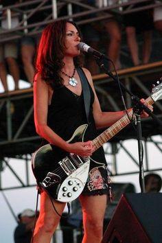 Susanna Hoffs (The Bangles) and Rickenbacker Female Guitarist, Female Singers, Female Rock Stars, Susanna Hoffs, Famous Guitars, Musica Pop, Instruments, Rocker Chick, Guitar Girl