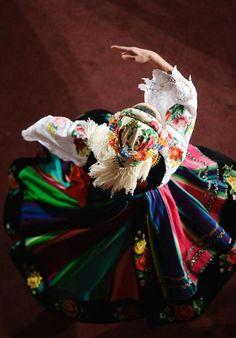 Folk dance from Poland. Especially loves this costume Art Du Monde, Polish Folk Art, Folk Dance, Folk Costume, My Heritage, People Of The World, World Cultures, Dance Costumes, Traditional Dresses