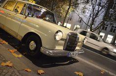 Taxi Oldtimertaxi Mercedes-Benz Heckflosse W110 Berlin  http://www.formfreu.de/2014/11/30/ku-damm-rauf-und-runter/