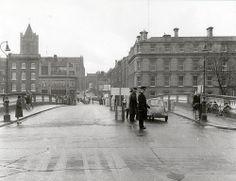O'Donovan Rossa Bridge & Wood Quay, Dublin, The Irish House, centre left. Ireland Pictures, Images Of Ireland, Old Pictures, Old Photos, Dublin Street, Dublin City, City Library, Photo Engraving, History Photos