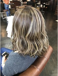Bob Hair Color, Hair Color Highlights, Medium Bob Cuts, Hair Inspo, Hair Inspiration, Color Melting, Love Hair, Easy Hairstyles, Short Hair Styles
