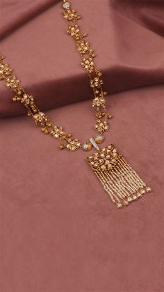 Indian Jewelry Sets, Indian Gold Jewellery, India Jewelry, Gold Jewelry Simple, Gold Jewellery Design, Jewelry Patterns, Necklace Designs, Jewelry Trends, Bridal Jewelry