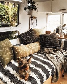 Airstream Living Remodel and Renovation: 44 Inspiration Photos https://www.vanchitecture.com/2018/01/21/airstream-living-remodel-and-renovation-44-inspiration-photos/