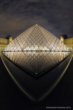 Louvre, Paris France - OMG! Knowing that I will see this museum in person, go inside and view amazing historic art in nearly  2 wks makes my ❤️ smize! ☺️☺️☺️☺️