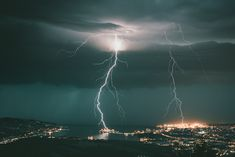 Galeries photos | Chasseurs d'Orages Trieste, Thunderstorms, Ciel, Mother Nature, Clouds, Concert, Outdoor, Display Cases, Lightning