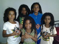 menwithlocs:  I featured this picture this past Friday for the theme we do every week for the Freeformers called freeform Friday. I personally love freeform locs and it always amazes me how beautiful locs grow even when they are not maintained. This is a picture of 5 beautiful brothers and sisters. Unfortunately I dont know who they are since I came across this image via the net but I must say I love this photo.
