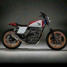 @motorelic strikes again with this beautiful custom Honda ⭐️ Photo by @nubbsphoto #nova #dcmotoscene #crxxx #streettracker