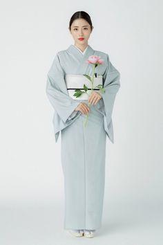 (画像2/3)石原さとみ、新ドラマでヒロイン 峯田和伸と超・格差恋愛<高嶺の花> Japanese Costume, Japanese Kimono, Kimono Fabric, Kimono Dress, Japanese Outfits, Japanese Fashion, Japanese Style, Japan Woman, Hat Hairstyles