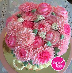เอาความหวานมาฝากค่ะ สอบถามคอร์สสอน /สั่งเค้กได้ค่ะ  #ปั้นเค้กเป็นตัว #ครูจิ๊บครูเว็ม #เค้กดอกไม้  #buttercream #flowercake #glossy #cake  #นครสวรรค์ #เค้กขาประจำ