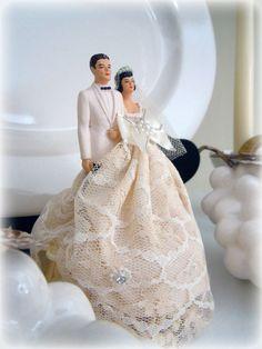 Vintage Bride ~ Vintage Cake Topper ~ [vintagebridemag.com.au] ~ #vintagebride #vintagewedding #vintagebridemagazine