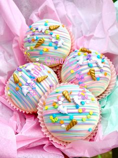 Chocolate Bomb, Chocolate Hearts, White Chocolate Chips, Melting Chocolate, Pretty Cakes, Cute Cakes, Whipped Shortbread Cookies, Pastel Cakes, Unicorn Foods