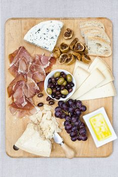 Cheeseboard / Nicole Franzen. My favorite foods. All it needs is a glass of red wine.