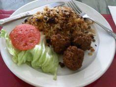 Pechuga de pollo a la plancha ensalada y fritos con lim n for Chambre de guandules dominicano