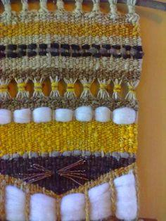 Mural Weaving Projects, Weaving Art, Tapestry Weaving, Weaving Techniques, Hobbies And Crafts, Woven Fabric, Fiber Art, Loom, Crochet Top