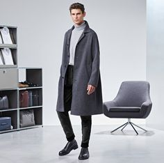 After sporting business-inspired looks for Massimo Dutti, model Arthur Gosse reunites with Hugo Boss. The French model dons key outerwear from the BOSS… Chunky Knit Jumper, Types Of Coats, The Fashionisto, Boss Man, Slim Fit Trousers, How To Wear Scarves, Field Jacket, Double Breasted Coat, Moda Masculina