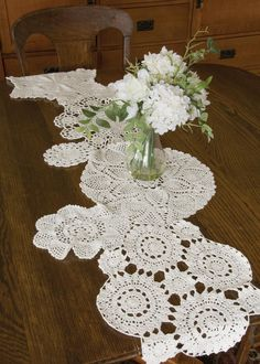 This would look so cute on a wooden picnic table! Blue Ribbon Crochet Runner
