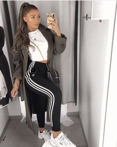 Super Her style 🙌🏼🙌🏼 Babe Lisa Mowery- Jones.nxsh wearing our blush pink . Fantastico Super Her style 🙌🏼🙌🏼 Bab. Chill Outfits, Cute Comfy Outfits, Sporty Outfits, Mode Outfits, Stylish Outfits, Dress Outfits, Dress Shoes, Adidas Shoes Outfit, Adidas Joggers Outfit