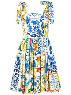 Shop online white Dolce & Gabbana Majolica print dress as well as new season, new arrivals daily. Dolce & Gabbana, Vestido Dolce Gabbana, Cocktail Dresses Online, Party Dresses Online, Designer Party Dresses, Designer Cocktail Dress, Looks Cinema, College Fashion, Wool Dress