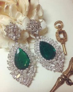 Let's take another look at the impressive pair of #Colombian #emerald earrings with emeralds over 22 carats total. Shining from every angle. #love #bonhamshongkong  #beauty #romance