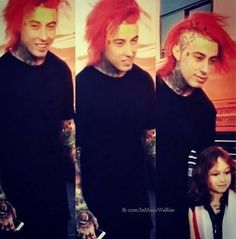 Falling In Reverse ~ Ronnie Radke and Young Fan// awwwww Elmo, Escape The Fate, Ronnie Radke, Falling In Reverse, Mayday Parade, Of Mice And Men, Andy Biersack, Black Veil, Pierce The Veil