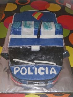 Tarta de coche de Policía para un amigo, (de frente)
