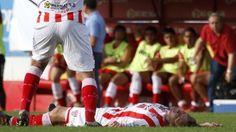 """Cristian Gómez, defensor de Atlético Paraná, se desplomó en pleno partido frente a Boca Unidos y falleció camino al hospital.Fue por """"muerte súbita"""", informaron los médicos. Es la segunda tragedia en menos de 2 semanas en el fútbol argentino."""